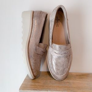 Clark's Sharon Ranch Wedge Penny Loafer Size: 9
